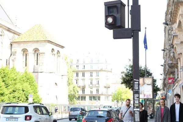 Il existe plus de 900 caméras dans les rues de Paris qui verbalisent les mauvaises pratiques des automobilistes.