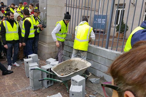 A Limoges, les Gilets jaunes murent le Conseil régional