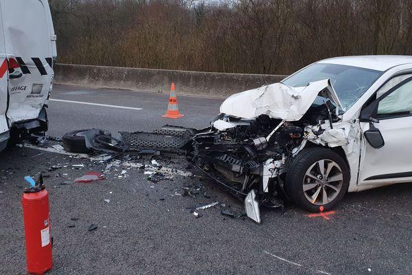 Un des 5 véhicules impliqués dans l'accident de 7h sur l'autoroute A35 dans le sens Strasbourg/Mulhouse
