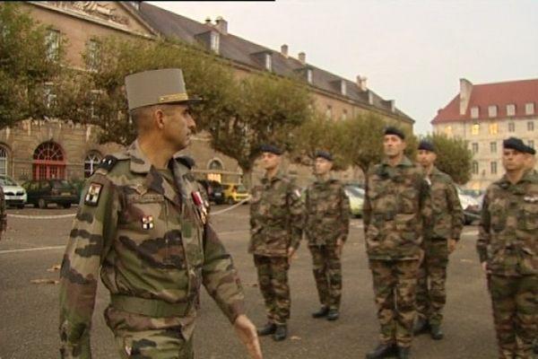 Prise d'arme à l'état major de l'armée de terre à besançon avant le départ pour l'Afghanistan