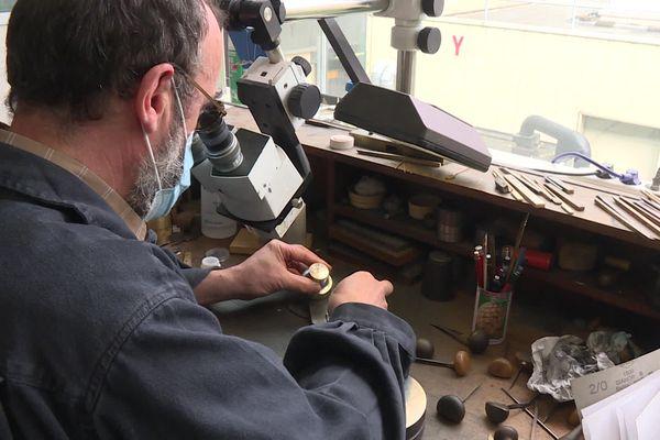 Un savoir-faire ancien entretenu à la Monnaie de Paris de Pessac, grâce à la fabrication notamment de ces pièces et médailles de collection.