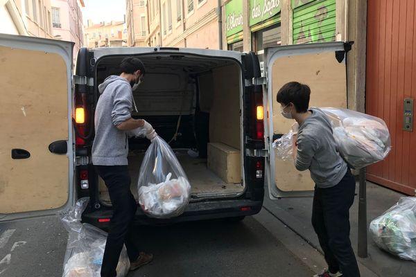 Coronavirus : les associations humanitaires s'organisent grâce aux bénévoles.