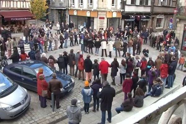 200 personnes ont dansé une gavotte en soutien aux sans papiers le 23 novembre dernier à Lannion