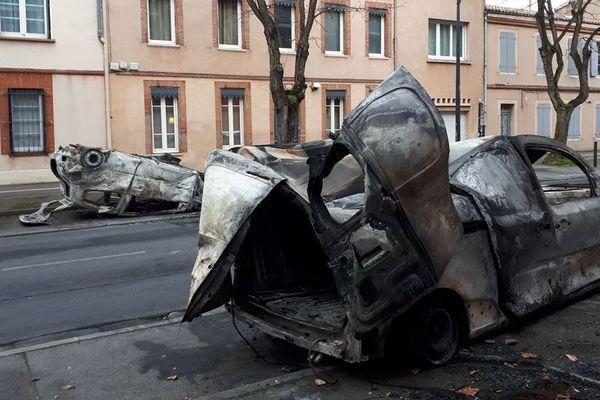 Véhicules incendiés allées Maurice Sarraut