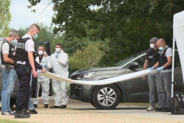 La police sur place aux étangs d'Apigné après la découverte du corps d'un homme