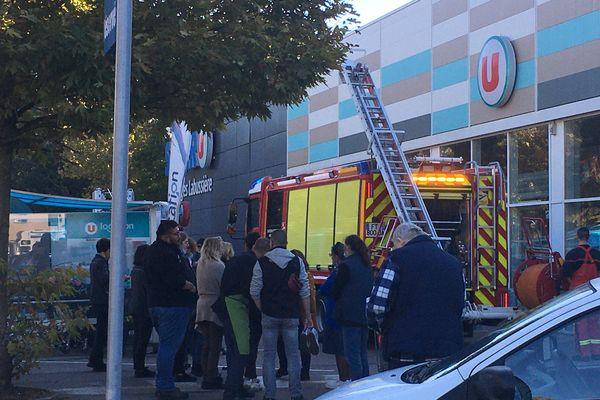 Le magasin a dû être évacué pendant deux heures.