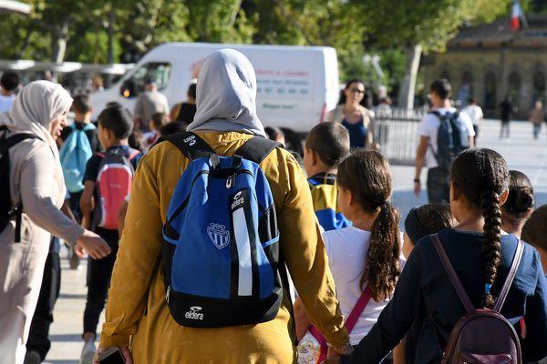 Mère voilée accompagnant des enfants, le 12/09/2019 à Montpellier
