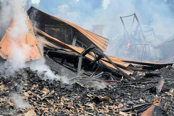 Les dégâts sont considérables après l'incendie qui a ravagé un entrepôt de l'entreprise BigMat à Millau.