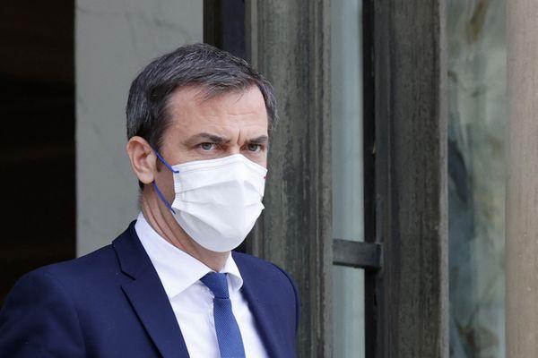 """Le ministre de la Santé n'exclut pas la levée des """"contraintes"""" sanitaires en """"fonction de la situation épidémique de chaque territoire"""""""