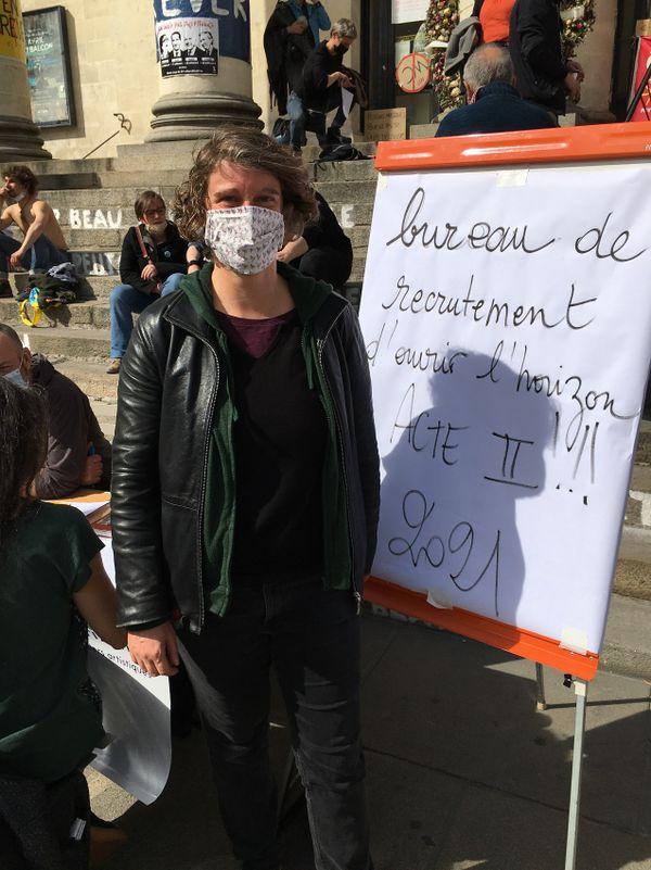 Delphine Sterne , comédienne nantaise venue s'inscrire aux paniers artistiques 2021