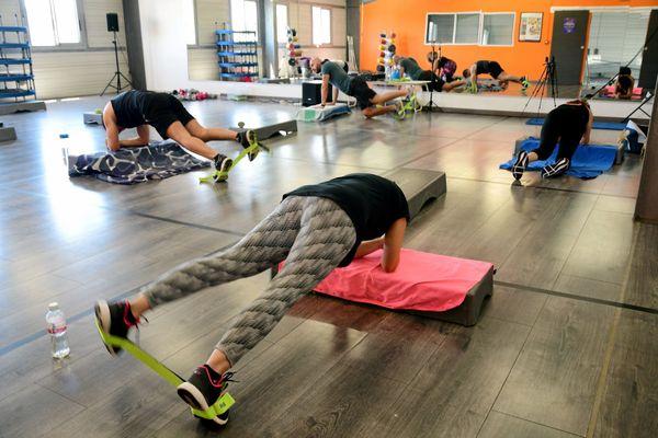 Un cours collectif de fitness