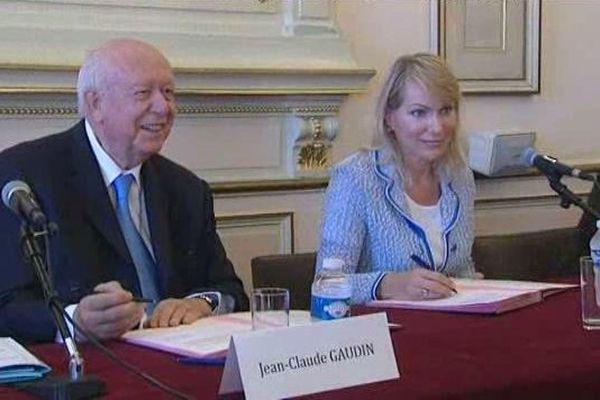 Jean-Claude Gaudin et Margarita Louis-Dreyfus ce jeudi après-midi à l'hôtel de ville de Marseille.