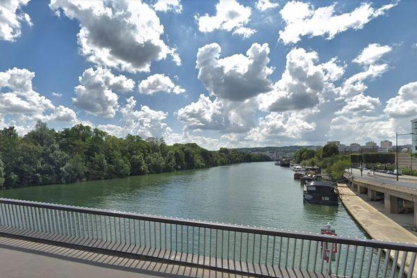La Seine vue depuis le pont d'Issy-les-Moulineaux, du côté de Boulogne-Billancourt (illustration).