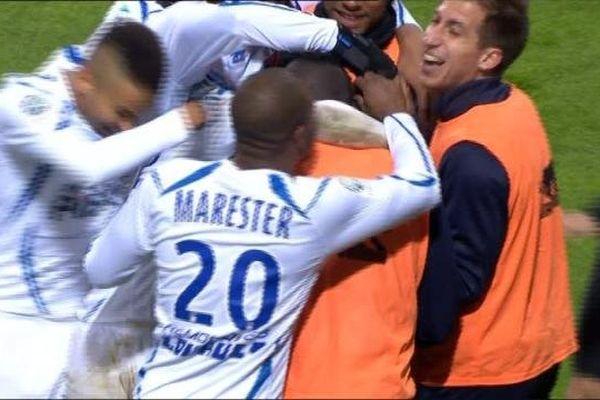 Les Auxerrois menés 2-0 au bout de 25 minutes, puis réduits à dix en deuxième mi-temps se sont finalement imposés 3-2 à domicile face à Caen, pour la 15e journée de Ligue 2.