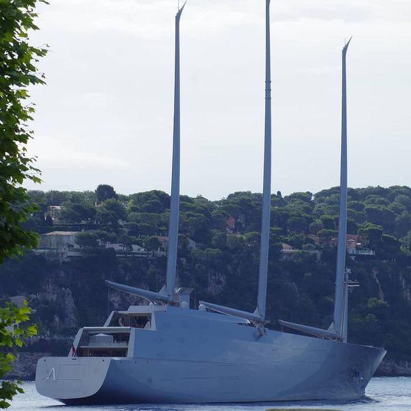 L'impressionnant navire est resté 2 heures en rade de Villefranche-sur-Mer.