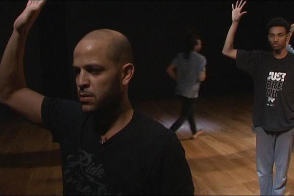 Le danseur et chorégraphe tarbais Bouziane Boutelja