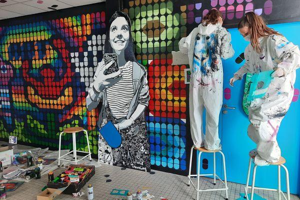Collages, peintures, pochoirs, les élèves de troisième s'expriment sur les murs de leur collège à Ploemeur
