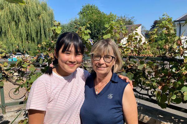 Yifan, lycéenne et Muriel Pelletier, déléguée Est de l'association Jeunesse Etudes Voyages. Muriel a accueilli Yifan dans sa famille en attendant son retour en Chine.