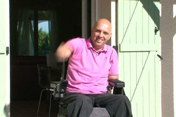 Philippe Croizon a retrouvé le sourire en même temps que son fauteuil.