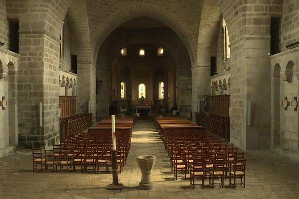 L'abbaye de Solignac désormais aux mains des moines bénédictins est au centre d'une pétition d'une partie des habitants.