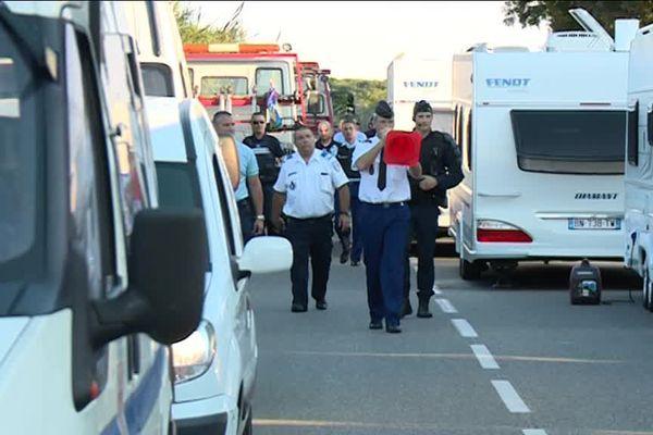 Les gens du voyage bloquent l'autoroute A8, les forces de l'ordre procèdent à des interpellations.