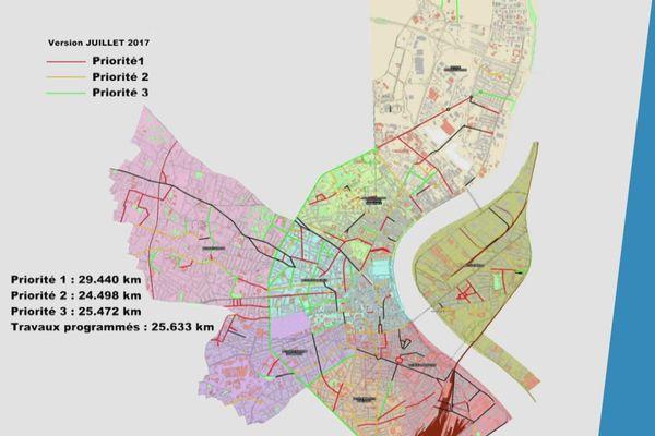 Sur ce plan datant de 2017, 300 rues sont considérées comme prioritaires, soit environ 25km, mais il s'agit essentiellement de grands axes.