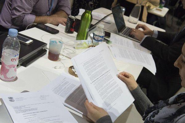 Le projet d'accord présenté par la présidence française à l'issue de la COP21, samedi 12 décembre 2015.