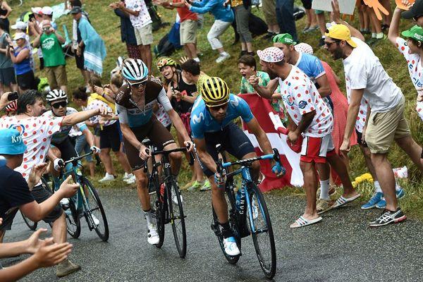 Mikel Landa et Romain Bardet lors de la 15e étape du Tour de France entre Limoux et Foix Prat d'Albis, le 21 juillet 2019