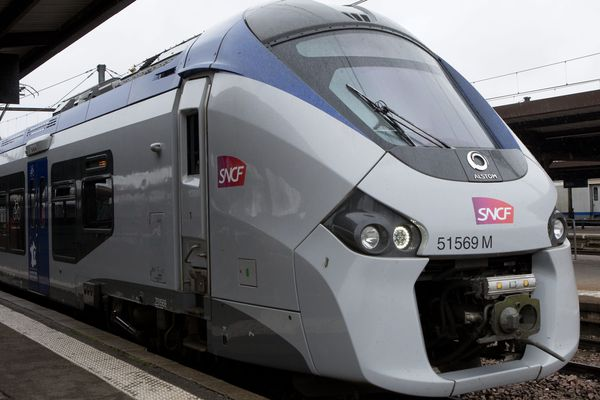 Une rame de la SNCF TER Regiolis Alstom à Dijon