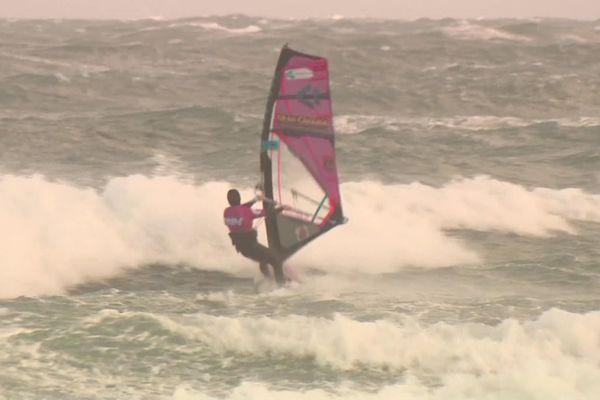 Le championnat de France de windsurf joue les prolongations ce lundi 9 décembre dans le Cotentin