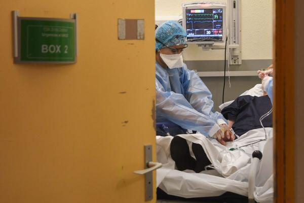 Face à l'épidémie de Covid-19, les services de réanimation d'Ajaccio et de Bastia (ici sur la photo, le 23 avril 2020) sont à risque de saturation. Des transferts de patients, envisagés un premier temps dans la semaine, devraient être reportés.