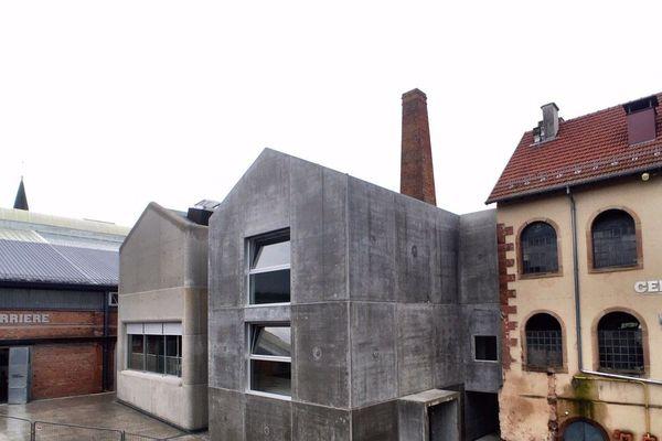 Deux nouveaux bâtiments «faux-jumeaux» en béton constituent l'extension du CIAV.