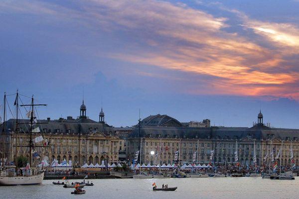 Des voiliers amarrés aux quais de Bordeaux pour la Fête du Fleuve