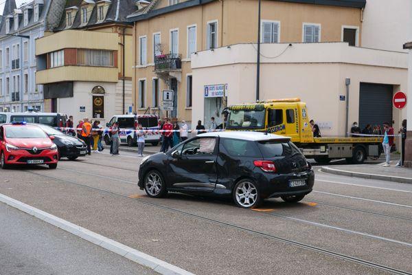 L'accident impliquant deux voitures a provoqué l'arrêt de la circulation des trams.
