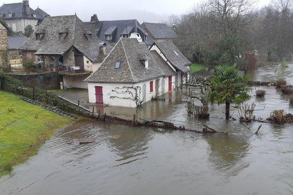 Le hameau de Basteyroux à Argentat les pieds dans l'eau