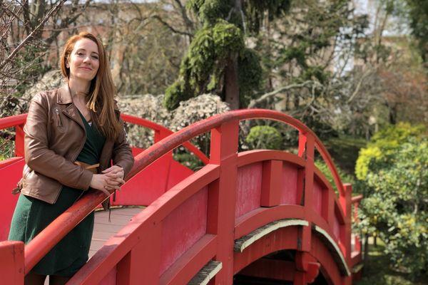 Claire Pélier, passionné de manga et de culture nippone, se trouve dans le jardin japonais à Toulouse