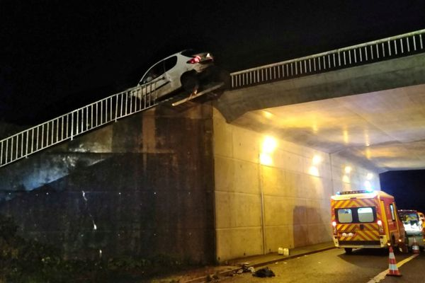 Le conducteur du véhicule a été éjecté cinq mètres plus bas