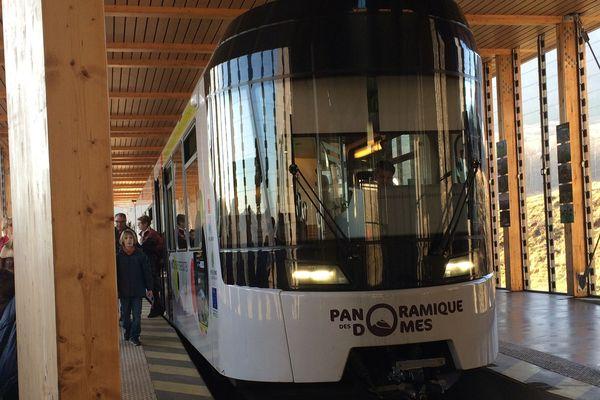 Pendant les vacances de février, plus de 12 900 voyageurs ont pris le train pour rejoindre le sommet du puy de Dôme. Un record de fréquentation jamais atteint depuis la mise en service du train en 2012.