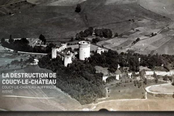 - BDIC Fonds Valois - Pathé Gaumont
