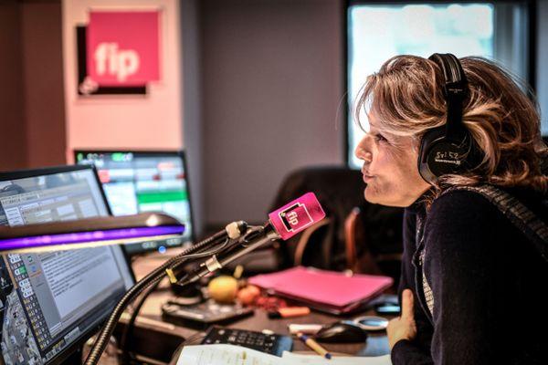 Depuis janvier 1971, la radio FIP se différencie des autres stations par les voix de ses animatrices et sa programmation musicale.