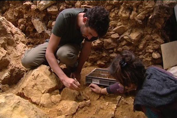Sur un chantier de fouilles archéologiques, difficile de respecter la distanciation entre les chercheurs. Ici, à Domme, en 2016.