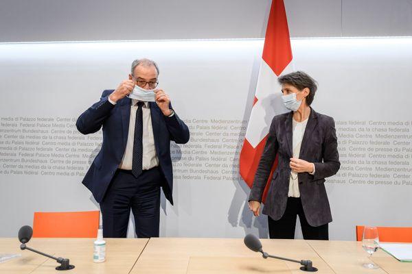 Guy Parmelin (à gauche) est le nouveau président de la Confédération helvétique