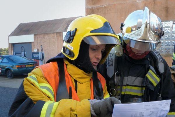 Ludivine, Julien, Brice et Lætitia viennent de réussir le difficile concours d'entrée à l'École Nationale Supérieure des Officiers de Sapeurs-Pompiers (ENSOSP)