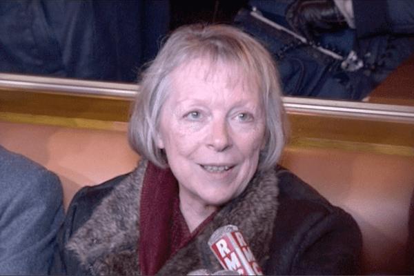 """Charlotte Cassez, dans un café parisien, hier soir, se dit """"folle de joie"""", à l'annonce de la libération de sa fille."""