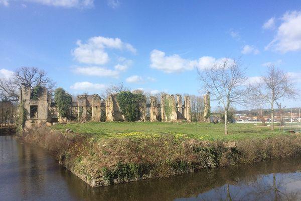 les ruines du château de l'Etenduère - Les Herbiers (Vendée)