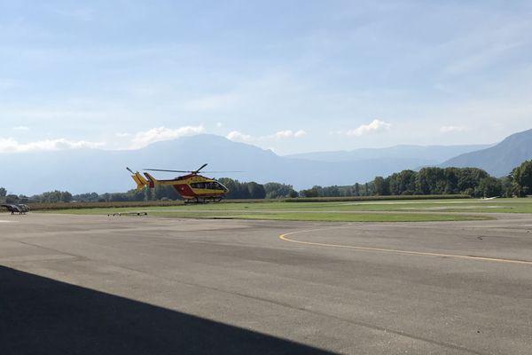 Hélicoptère de la sécurité civile à l'aérodrome du Versoud