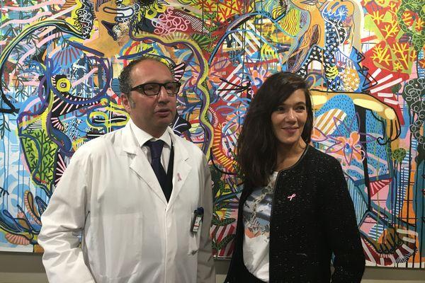 Fondateur du centre Stime, le docteur Gozy pose avec Mélanie Doutey, la marraine de l'organisme.