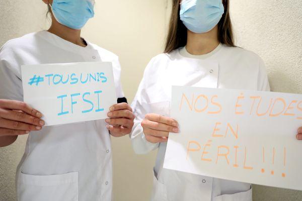 Les étudiants en seconde année de formation en soins infirmiers de la région Paca ont également peur pour leur avenir professionnel comme ici à Menton (Alpes Maritimes)