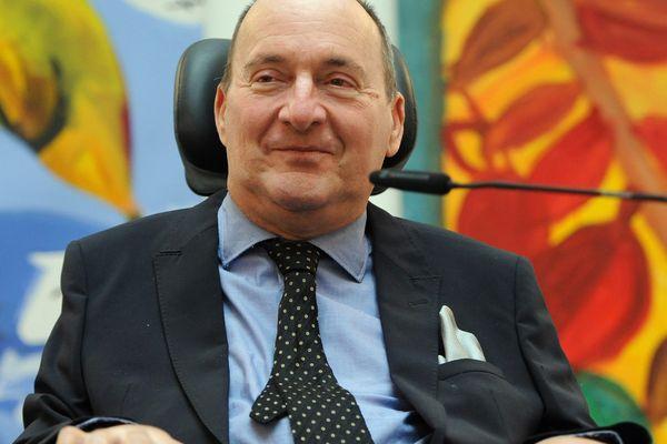 Philippe Pozzo di Borgo, est devenu tétraplégique à la suite d'un accident de parapente.
