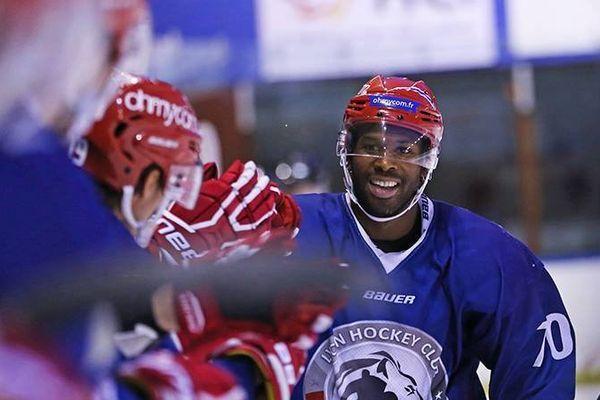Cédric Custosse, nouveau défenseur du Dijon Hockey Club